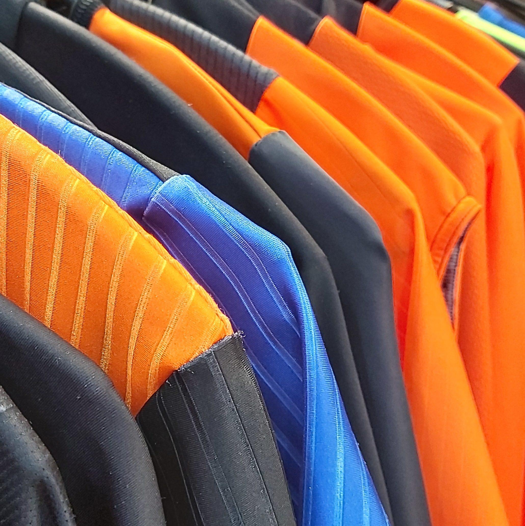 Sportkleding wassen. Wielerkleding wassen. Fietskleding wassen. Fietskleding bestellen. Wasvoorschriften fietskleding
