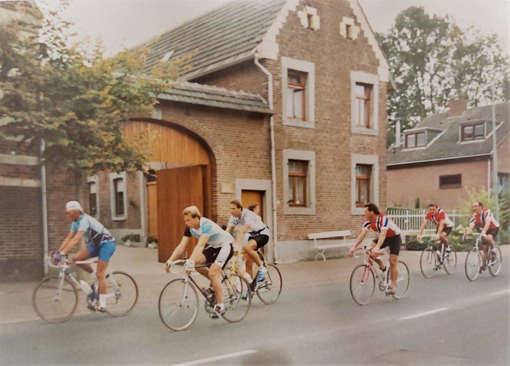 Reysport wielerklediong. Eigen wielerkleding op maat. Wielerkleding team. Clubwielerkleding. Retro wielrennen. Wielrennen vroeger.