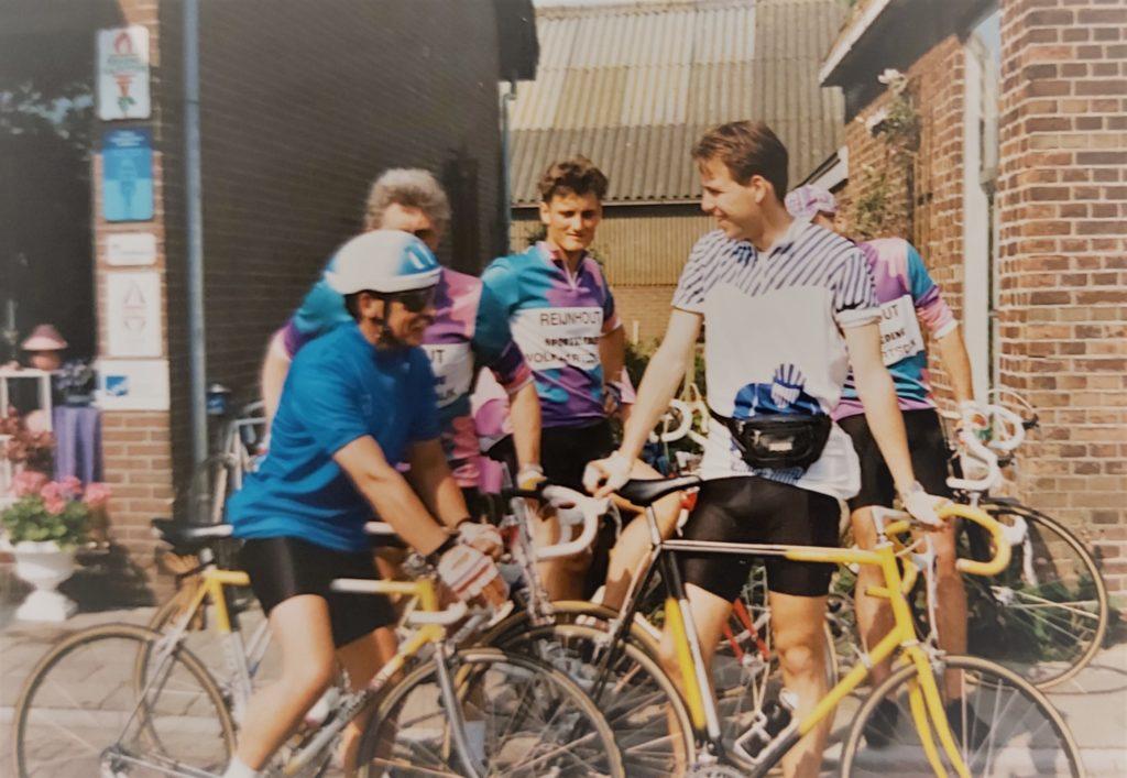 Retro wielerkleding. Wielrennen van vroeger. Wielerkleding bedrukken. Fietskleding voor club